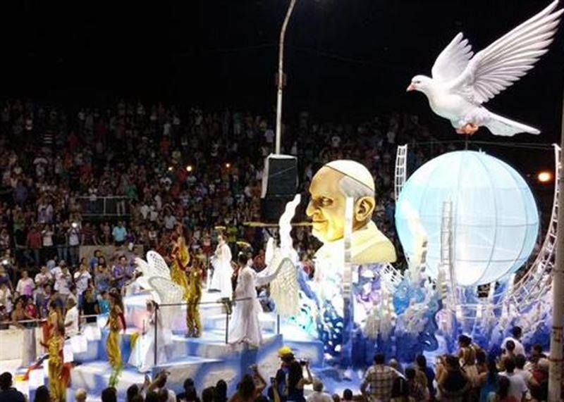 El @Pontifex_es fue protagonista de la inauguración del #Carnaval de Gualeyguachu, Entre Rios (Argentina)