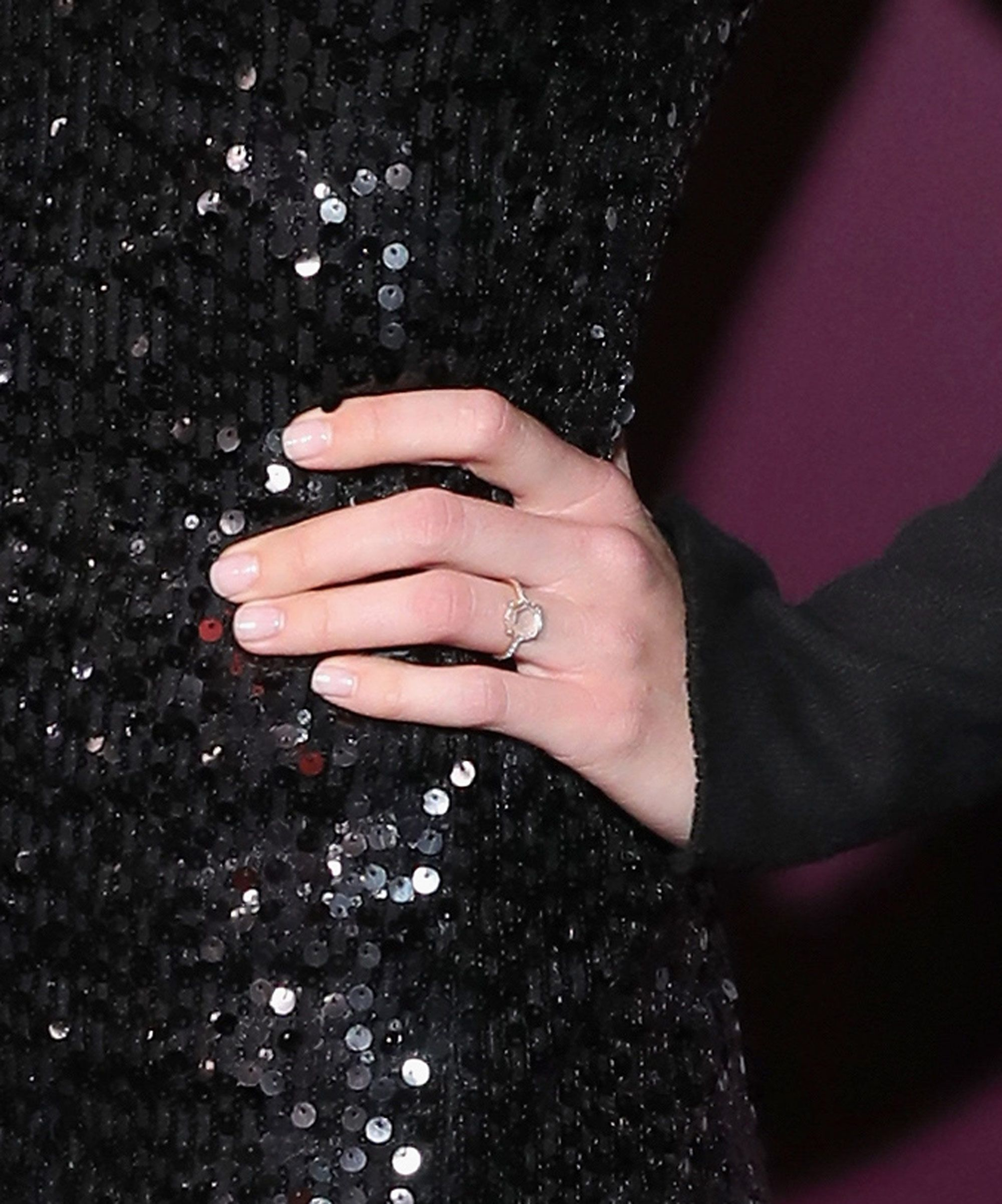 Mandy Moore Just Showed Off Her Engagement Ring & No Surprise, It\'s ...