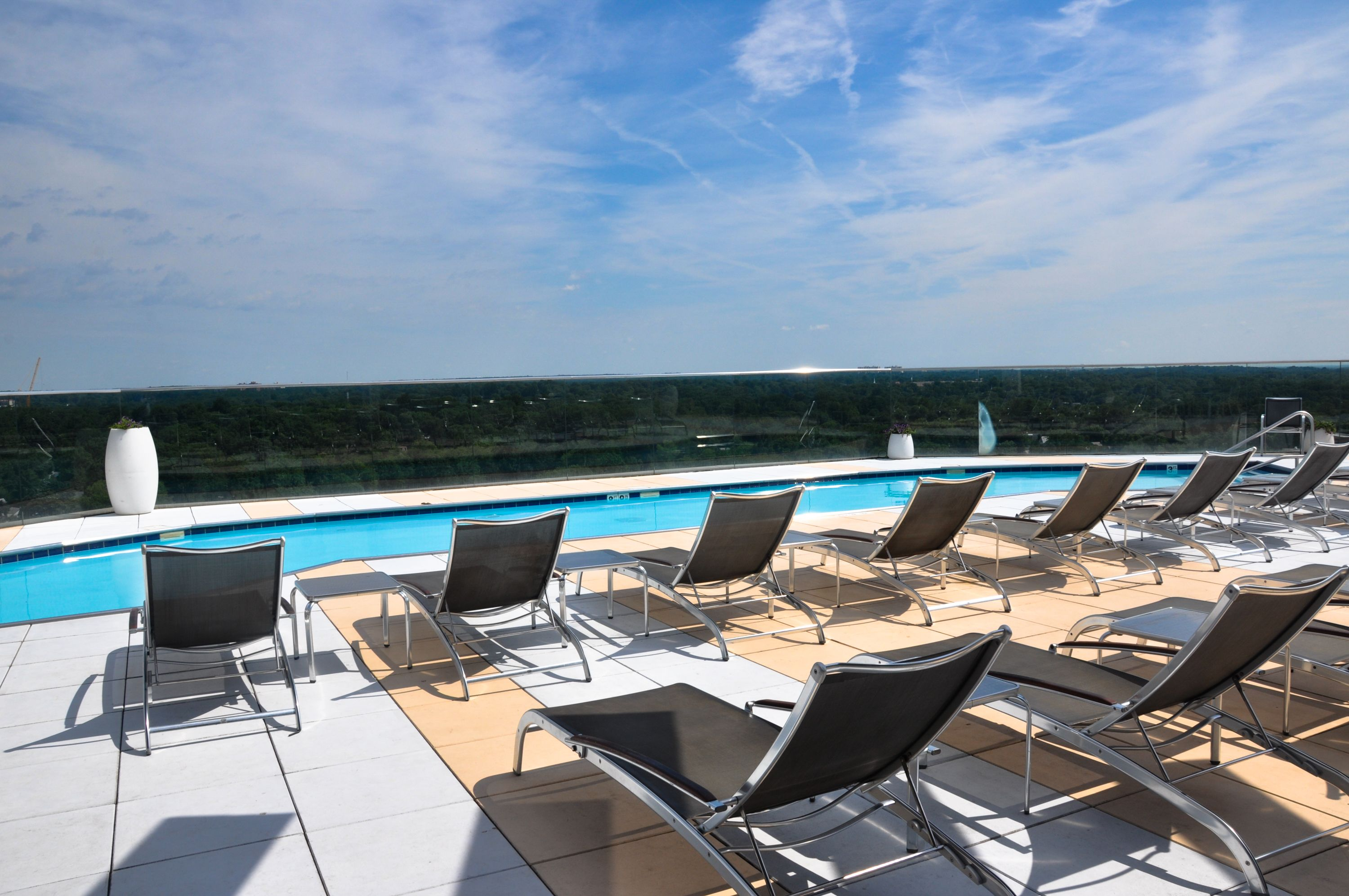 The Point At Silver Spring Apartments Md Resort Style Rooftop Pool Ow Ly Zrqyx Rooftop Pool Apartmentbuildin Rooftop Pool Resort Style Apartment Building
