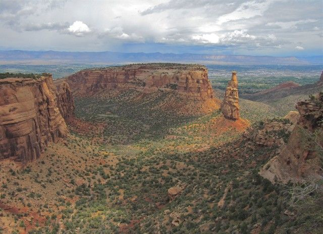 COLORADO NATIONAL MONUMENT VIEW (clouds Spring desert holidays mountains trees ). Photo by joealaska