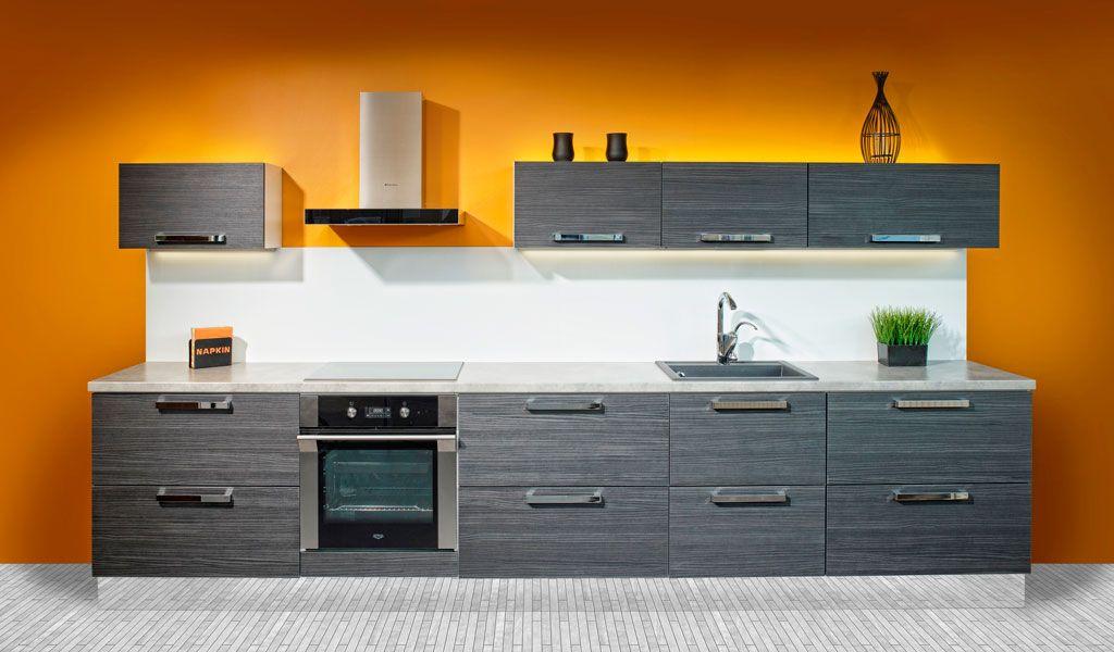 Harmaa keittiö peilisokkelilla  Ideal keittiöt  Pinterest