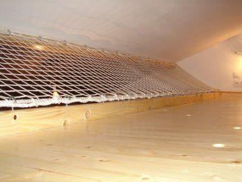 protection de mezzanine avec un filet r alis sur mesure. Black Bedroom Furniture Sets. Home Design Ideas