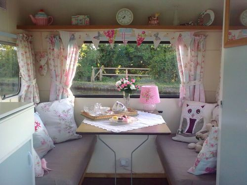 best 25 shabby chic caravan ideas on pinterest shabby chic campers vintage campers and. Black Bedroom Furniture Sets. Home Design Ideas