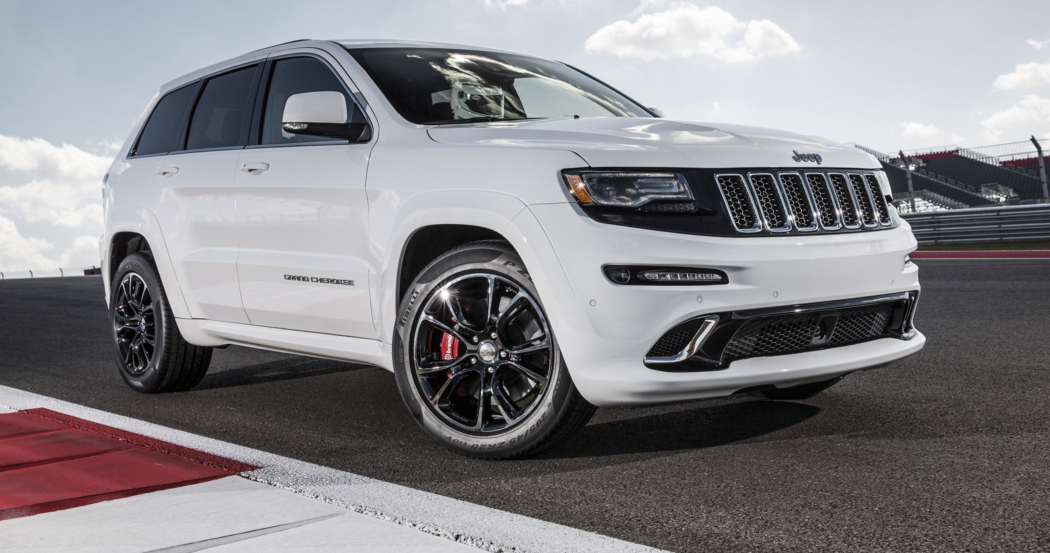 Jeep Grand Cherokee 4k Ultra Hd Wallpaper With Images Jeep
