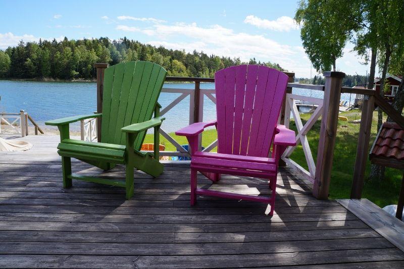 Köp dina nya utemöbler hos Caraff. Adirondack stol i 100% återvunnen plast. #crplastics  #adirondacks #caraff #canadianchairs #adirondackstol #adirondack #trädgårdsmöbler #uterum #uteliv #trädgård #vår #bryggan