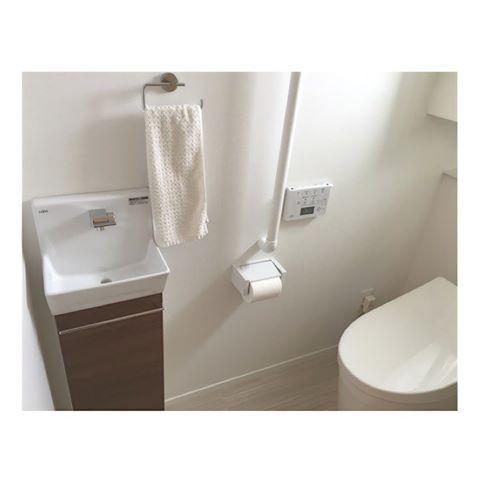 2階トイレ ご要望を頂いたのでpicします 2階のトイレはネオレストとlixilの手洗い器を採用 クッションフロアは1階と同じものです それ以外は何も拘りのない真っ白トイレです もっとクロス遊んでも良かったかな と思ったりも 何より使う 手洗い