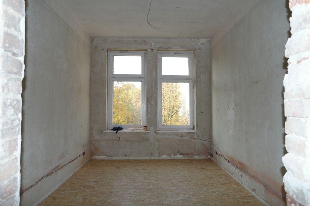 Phase 2 Jetzt Geht S Zur Sache Einmal Alles Neu Decken Wande Fussboden Elektrik Heizung Badezimmer Kuche Schliesslich Altbauwohnung Wohnung Altes Haus