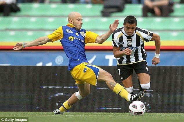 He often played as a striker for Italian side Udinese between 2006 and 2011. Alexia sanchez
