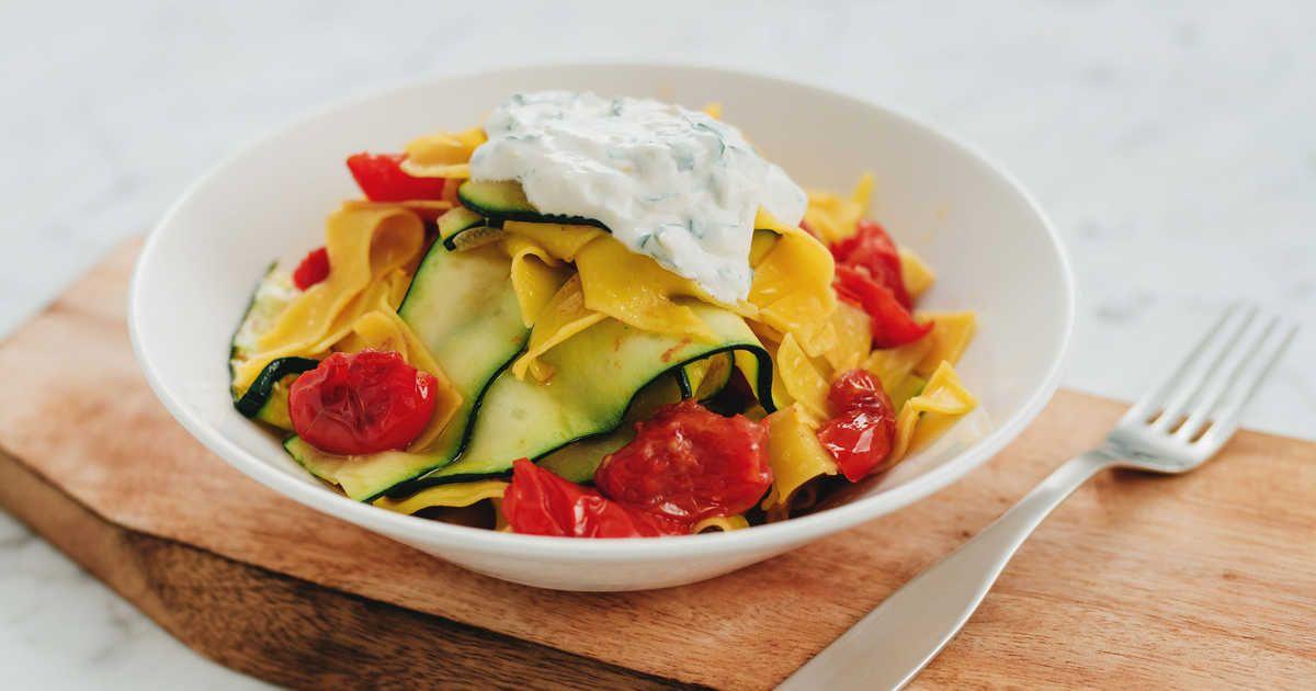 pasta med zucchini och tomat
