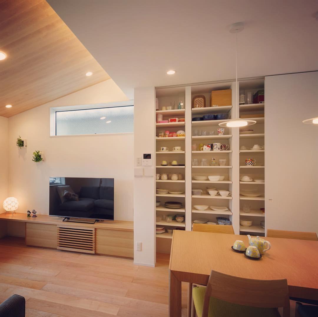 Ldkの壁面収納 可動棚を設えて増えてゆく食器と常使いの小物と