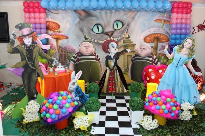 Arrumacao De Mesa De Doces Com Tema Alice No Pais Das Maravilhas