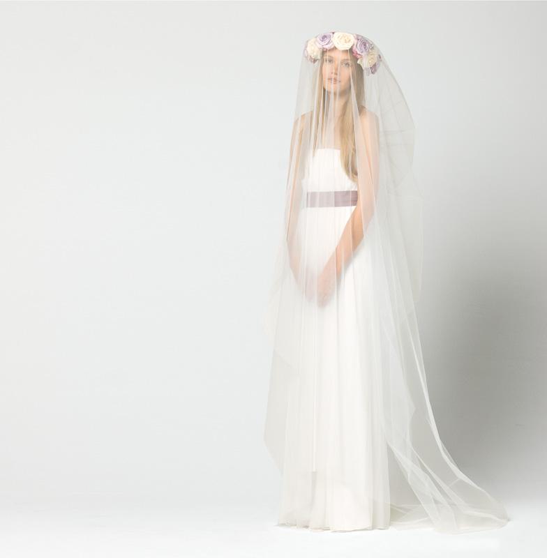 Dress INTERO, abito-bustier lungo in chiffon creponne di pura seta, color bianco gelsomino con nastro in satin in contrasto di colore lavanda.   Veil ISLAM, velo lungo 220cm in tulle con pettinino  #maxmarabridal #wedding #dress #veil #abito #sposa #velo
