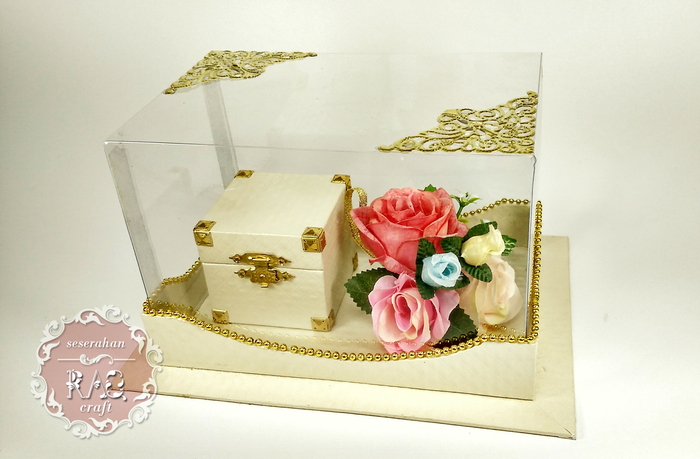 Pin Di Gift Box