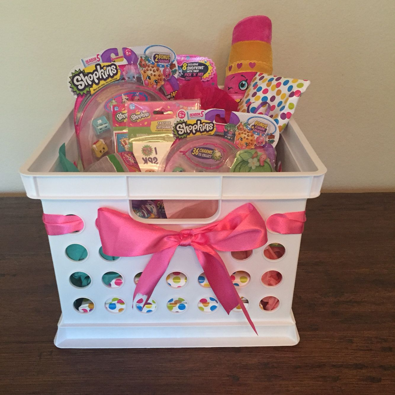 Shopkins gift basket diy pinterest shopkins gift for Hampers for kids rooms