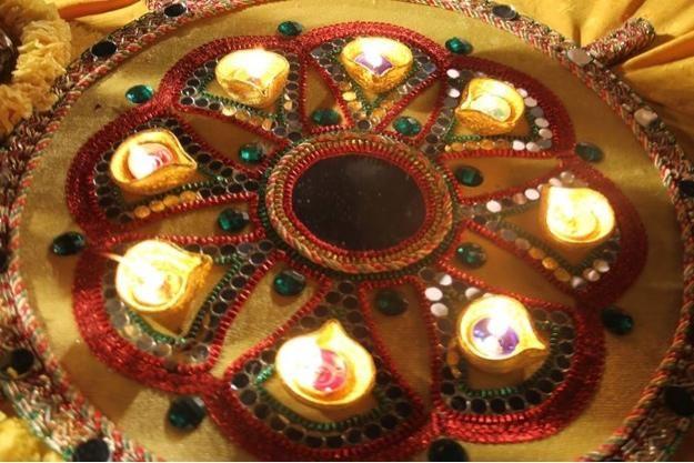Mehndi Thaal Decoration Facebook : Mehndi thaal wedding decor pinterest and candles