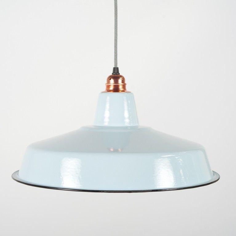 Bekijk de Emaille Lampenkap Lichtblauw Breed op http://www.lampenlichtshop.nl/kappen-en-cages.html