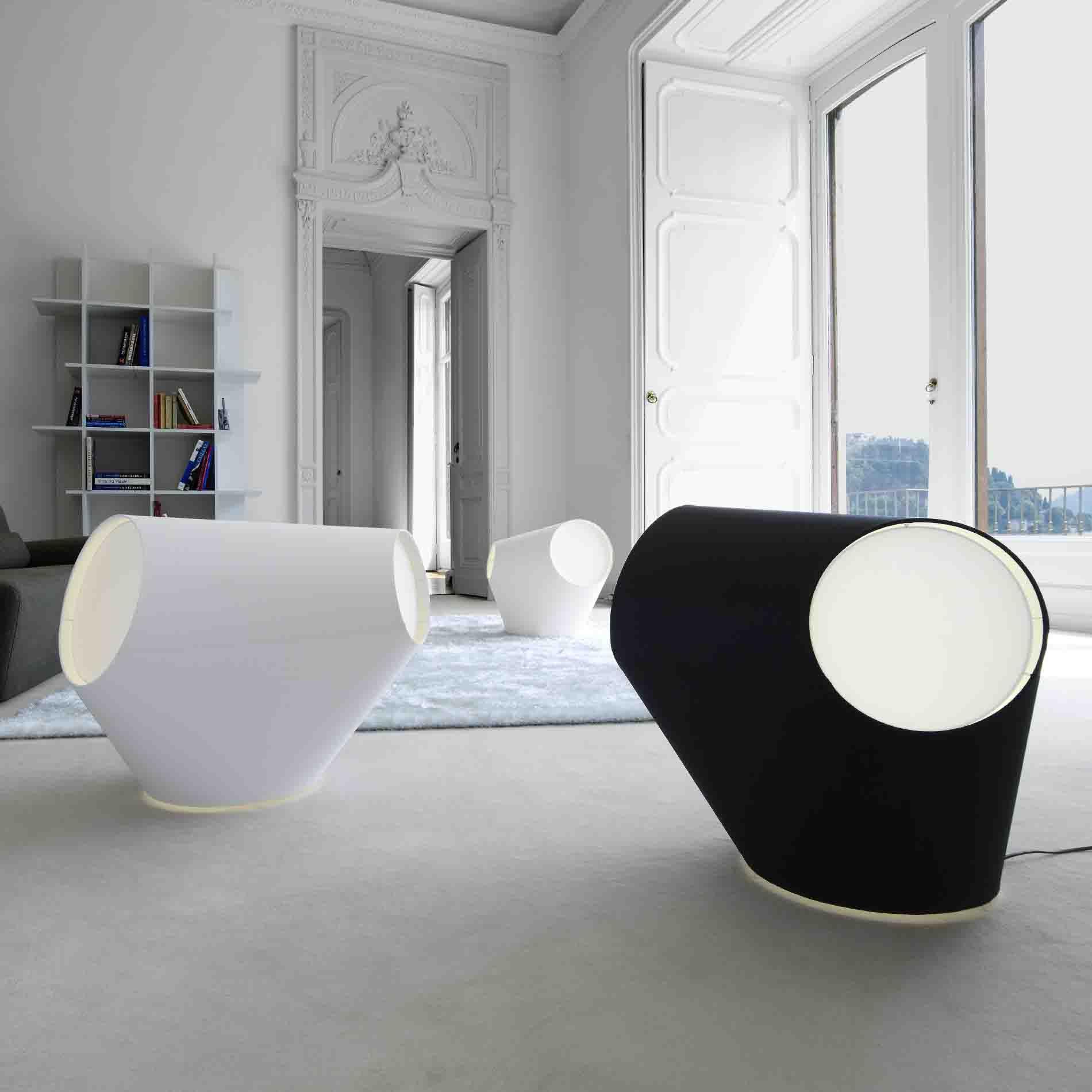 lampes cinna mod le aroun lampes poser avec abat jour en chintz blanc opaque ou en. Black Bedroom Furniture Sets. Home Design Ideas