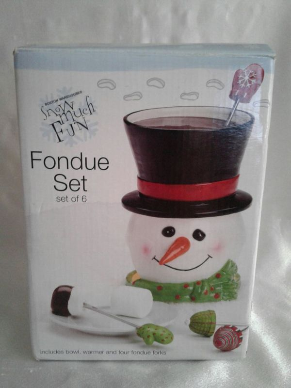 Used (normal wear) - New in the box Boston snowman fondue set. Never been used was a secret Santa gift at Christmas.   I only do pickups in the Mandarin area atthe Walmart San Jose Boulevard off I 295 parking lot. Serious inquiries only. Thank you for looking.