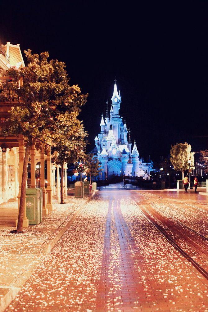 The Cherry Blossom Girla Night In Disneyland Paris World Disney Fond De Disney Chateau De Disney