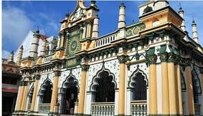 This mosque used to be a business hub for Indian merchants! Check out its unique exterior features!  Find out more by contact our chauffeur! http://www.singaporecitytour.com.sg/
