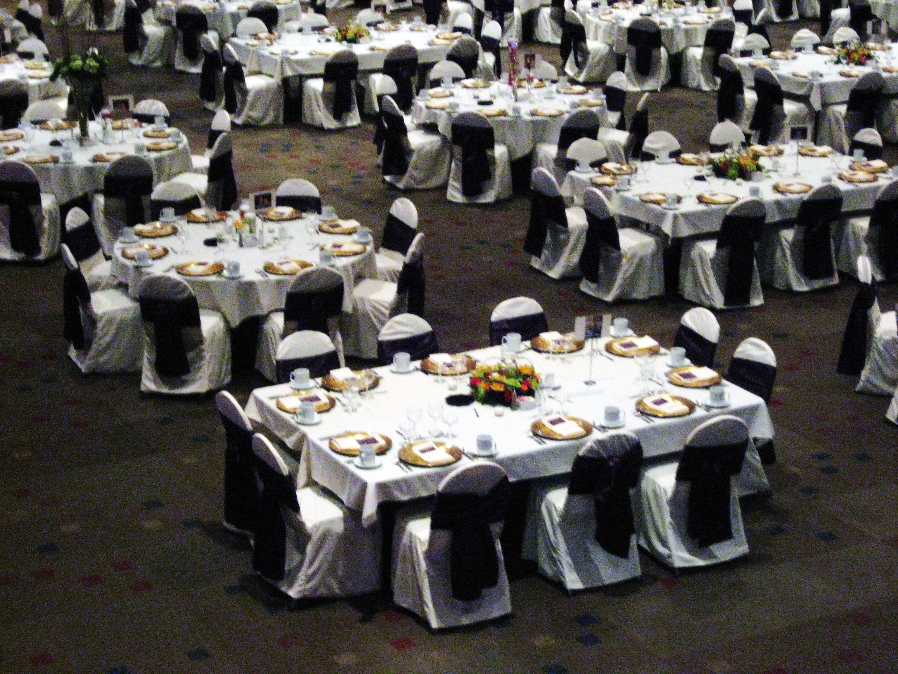 How To Set Up 10 Round Tables In Banquet Wedding