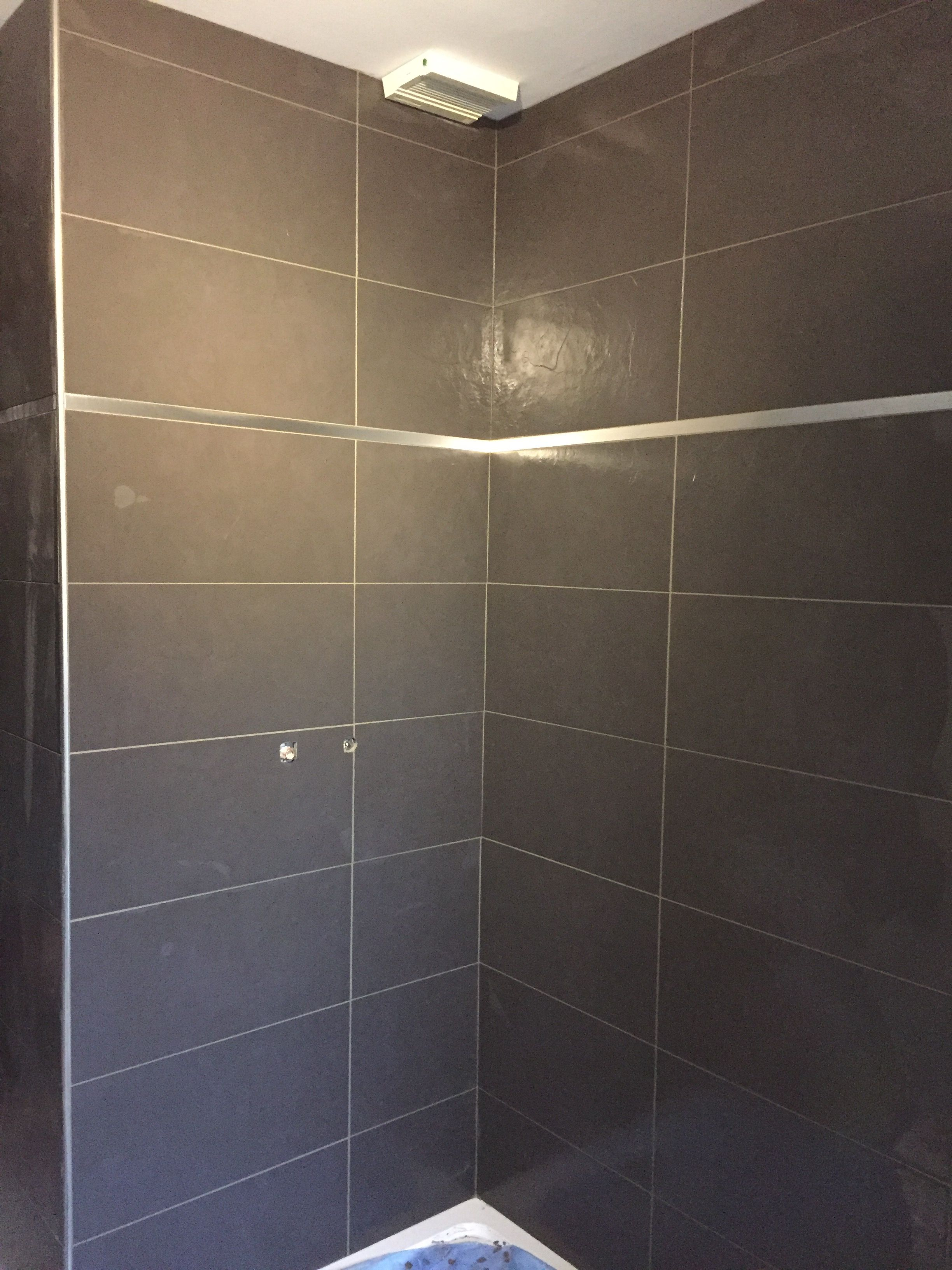 Faience de baignoire avec un petit listel inox  Idées salle de