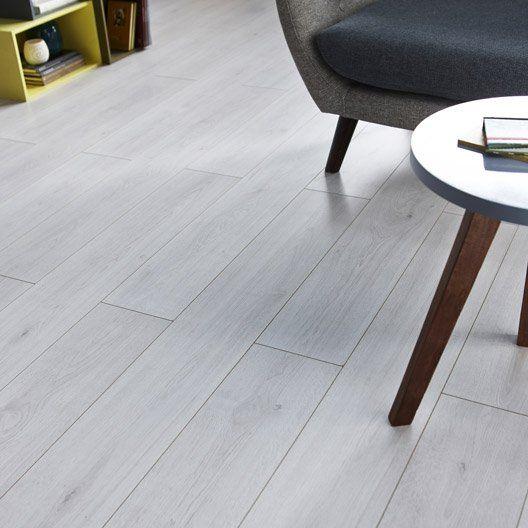 Sol Stratifie Prestige Acoustic Decor Chataignier Blond L 138 X L 15 7 Cm Sol Stratifie Stratifie Decoration Blanc
