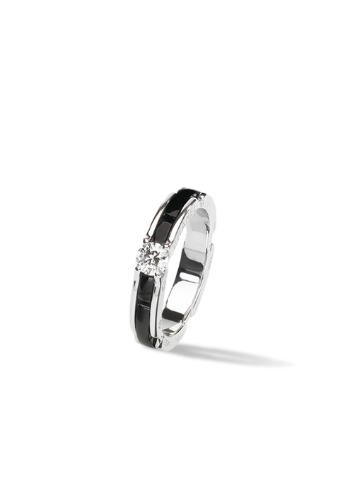 Discover the CHANEL BRIDAL THE COLLECTION: Ultra Ring in 18K white gold, black ceramic and diamond.