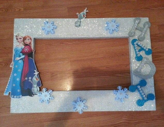 DIY Photo frame for a Frozen themed birthday party Frozen