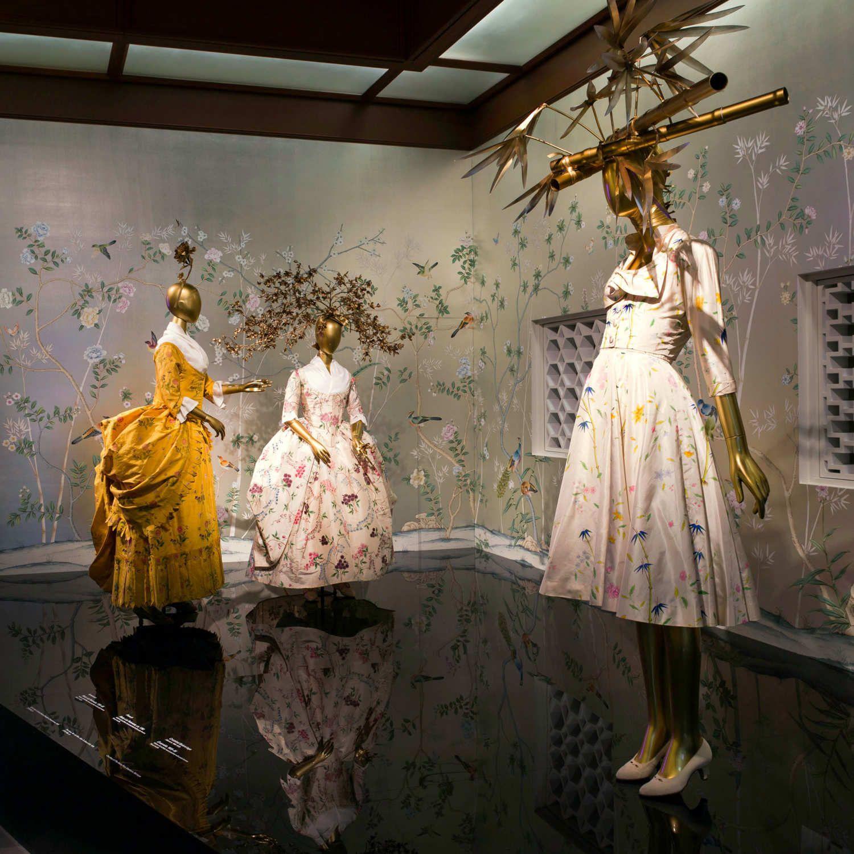 The Met S China Through The Looking Glass Exhibit Will Break Alexander Mcqueen S Record Through The Looking Glass Exhibition Costume Institute