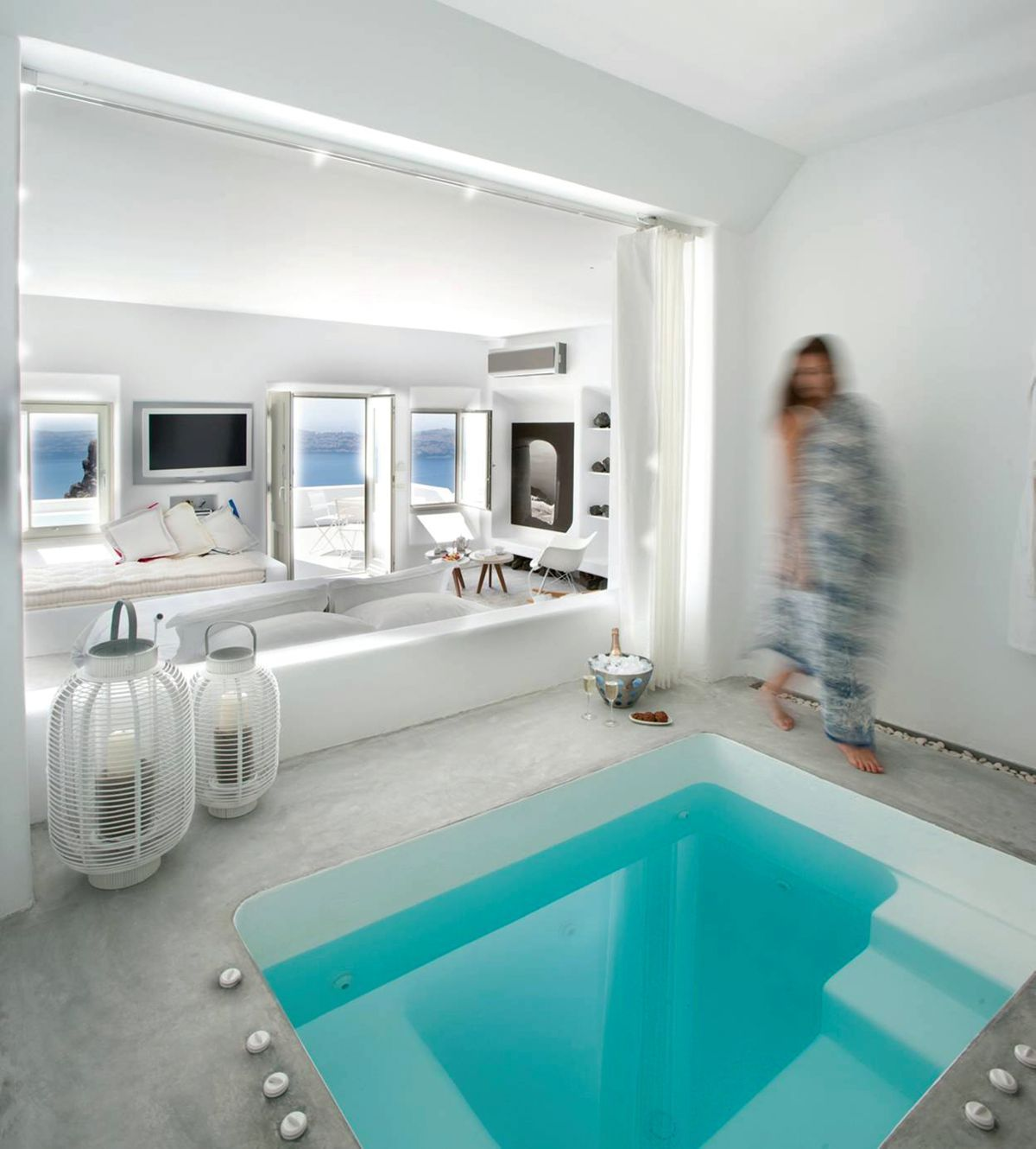 70 cool hotel bedrooms plunge pool white rooms and modern for Swimming pool room decor
