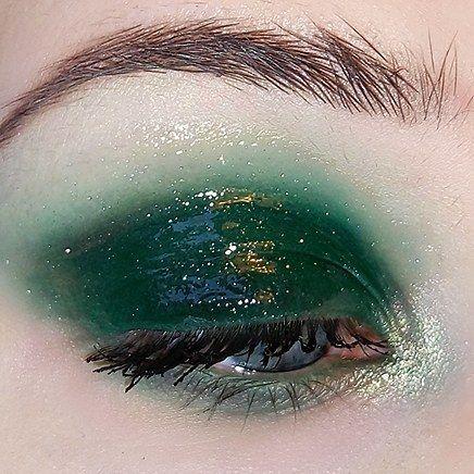 Glossy Emerald Green Eye Make Up Aesthetic Makeup Makeup Tumblr