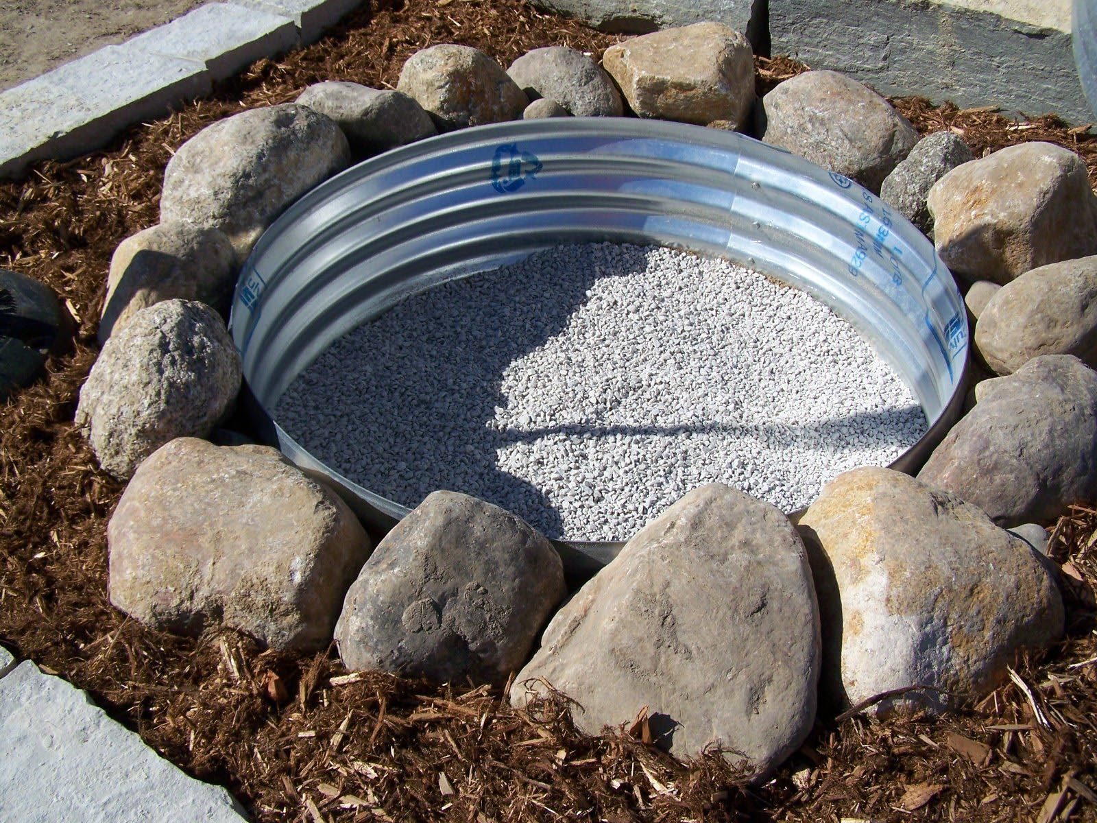 How to build a fire pit: 5 DIY fire pit projects | HireRush Blog #diyfirepit