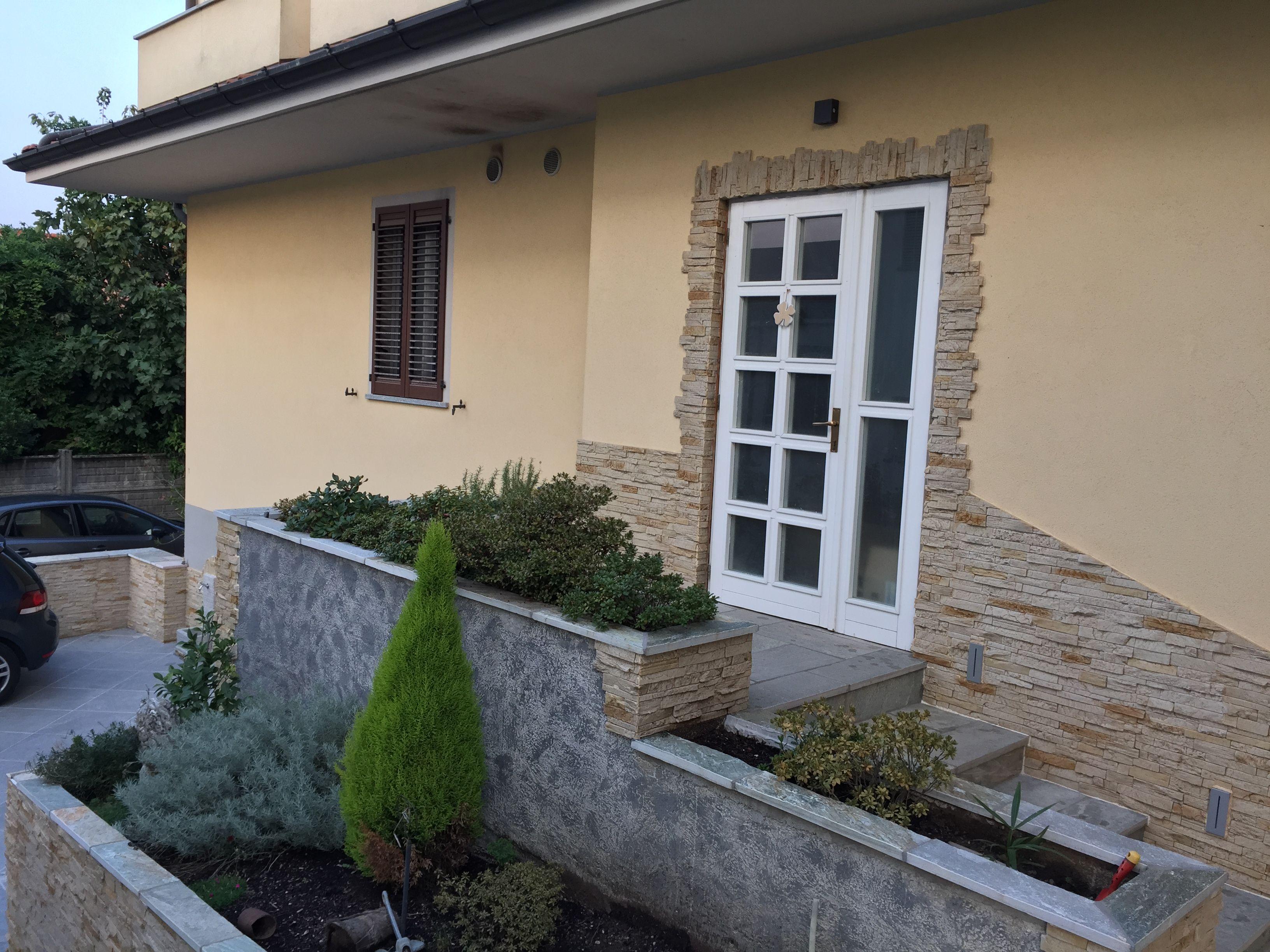 Ingresso Casa Esterno In Pietra zoccolatura impermeabile in pietra per proteggere il muro