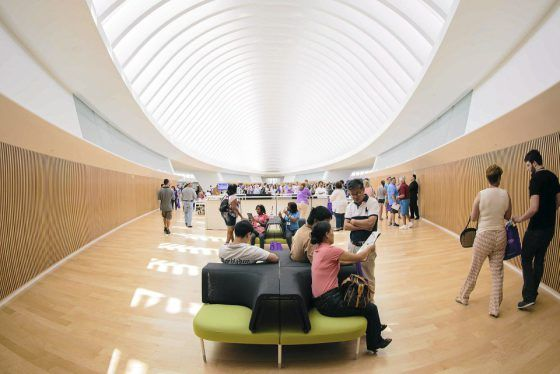 Amerikkalainen korkeakoulu avasi kirjaston, jossa ei ole yhtään kirjaa  #kirjasto #koulu #ekirja #sähkökirja