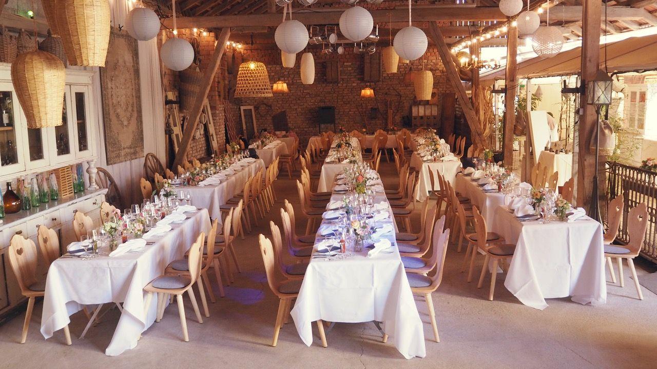 Herzerlstuhle Scheunenhochzeit Tischdeko Hochzeit Tischdeko
