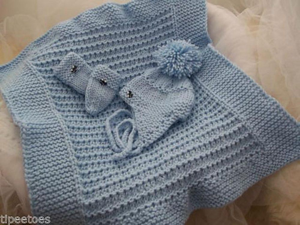 "HELMET PATTERN FOR A CROCHET BABY SHAWL 48/"" SQUARE /& KNITTED BONNET MITTENS"