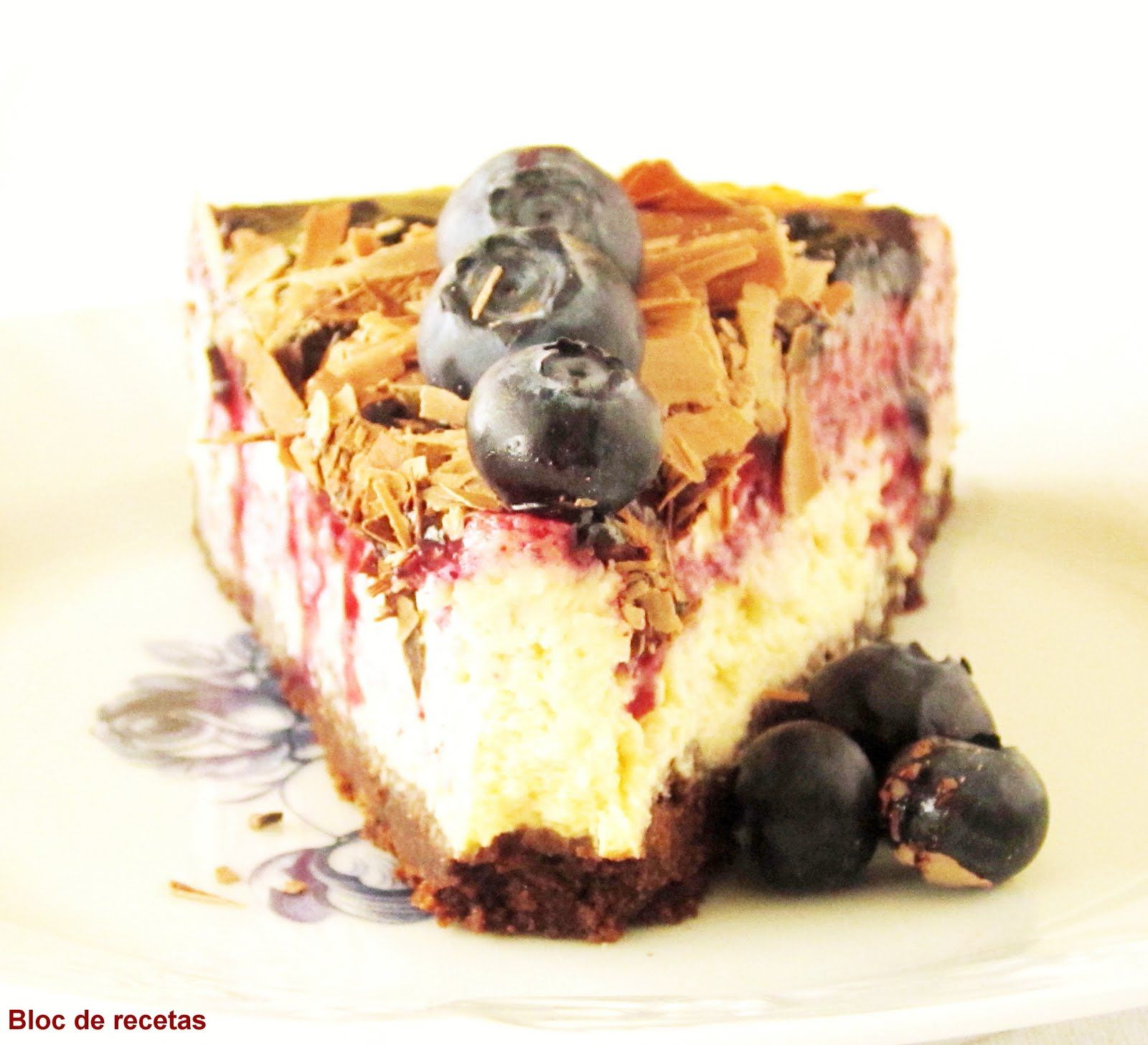 Cheesecake with chocolate and blueberries