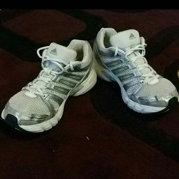 Adidas shoes, sneakers for women, size 6.5 The shoes are in great condition Women size 6.5 Adidas Shoes Sneakers