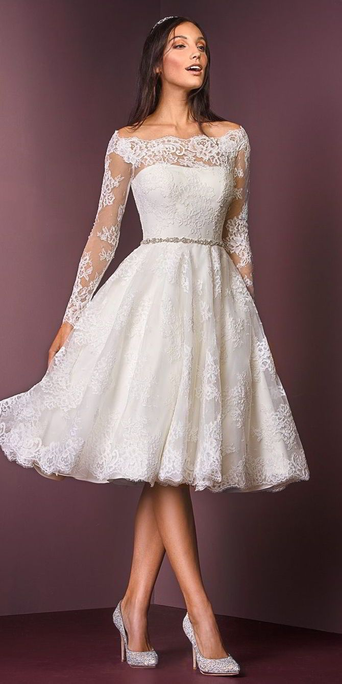 This T-length dress is designed for the modern bride who loves all things vintage. Crafted from corded lace, this is