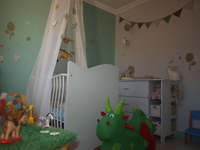 La chambre de bébé de Léon, lit et commode réalisé par le papa, dragon WESCO.