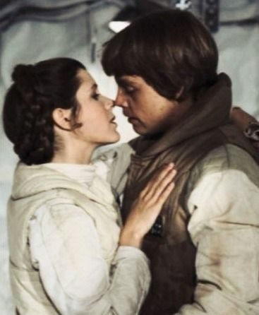 Princess leia kisses luke