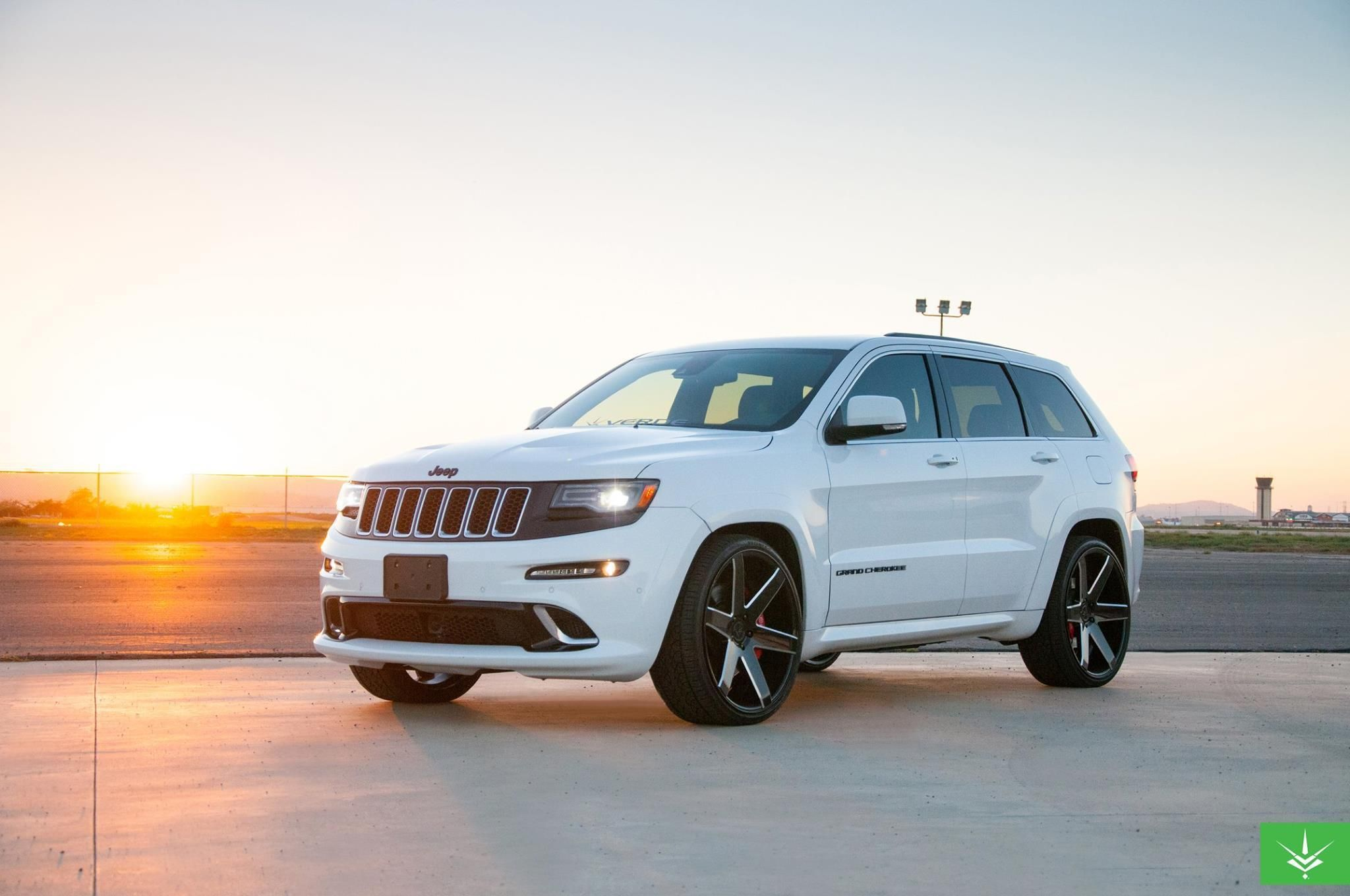 2015 jeep grand cherokee srt8 by verde custom wheels click to view more photos and mod info. Black Bedroom Furniture Sets. Home Design Ideas