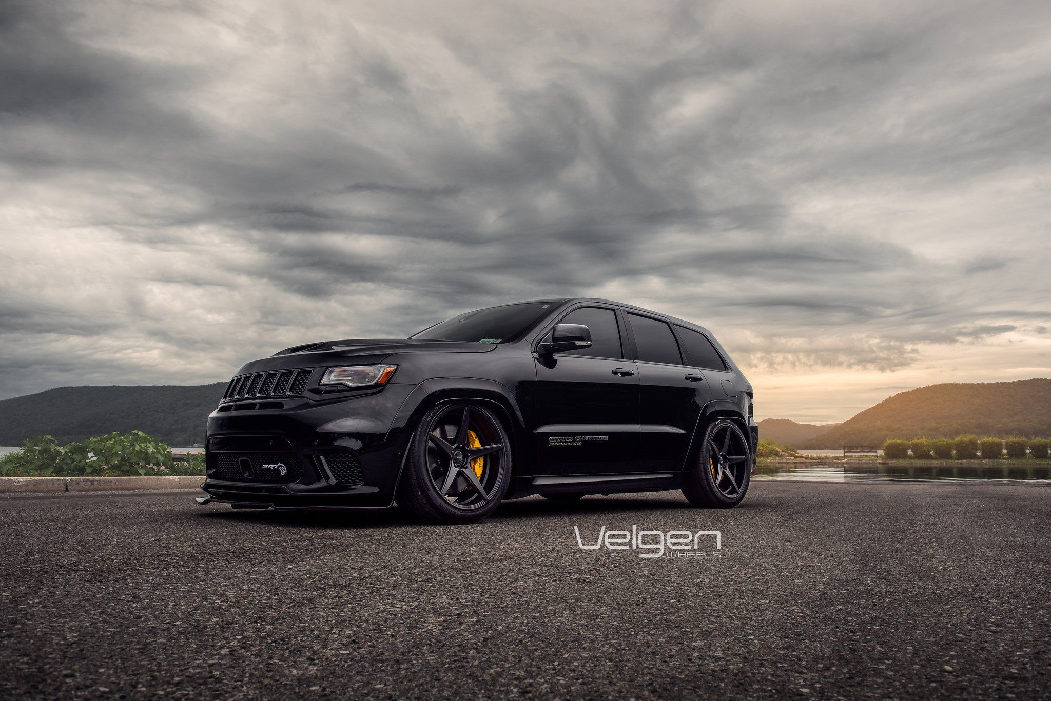 Blacked Out Jeep Grand Cherokee Gets Sharp Look With Aftermarket