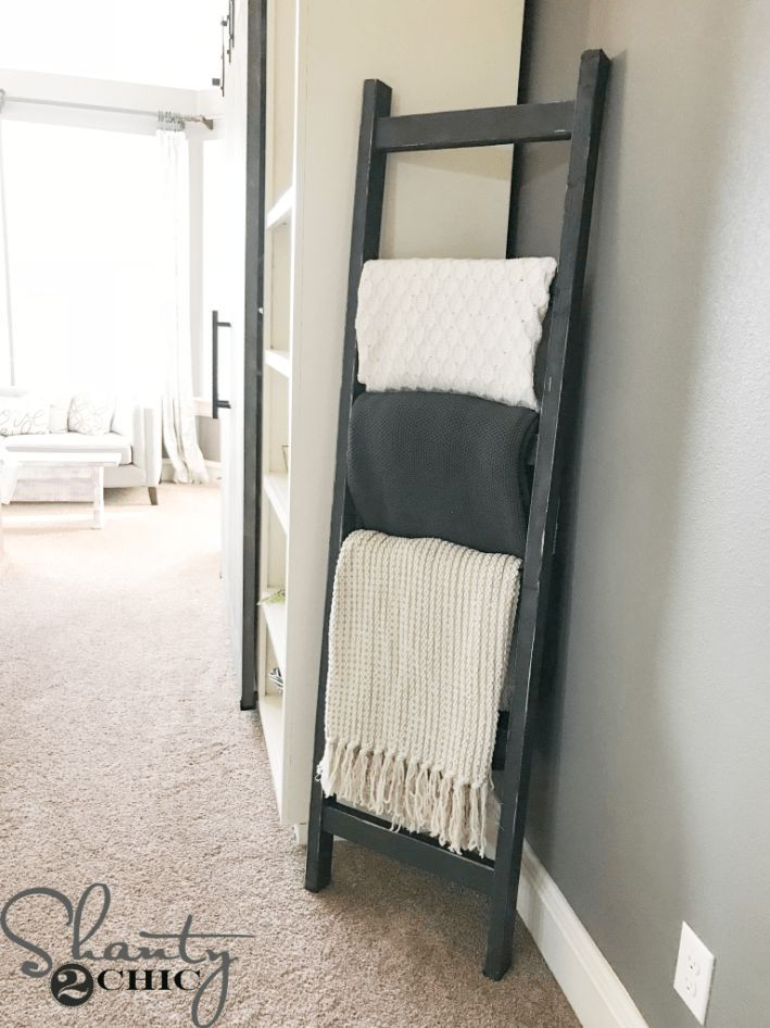 DIY $7 Rustic Blanket Ladder #rustichomedecor