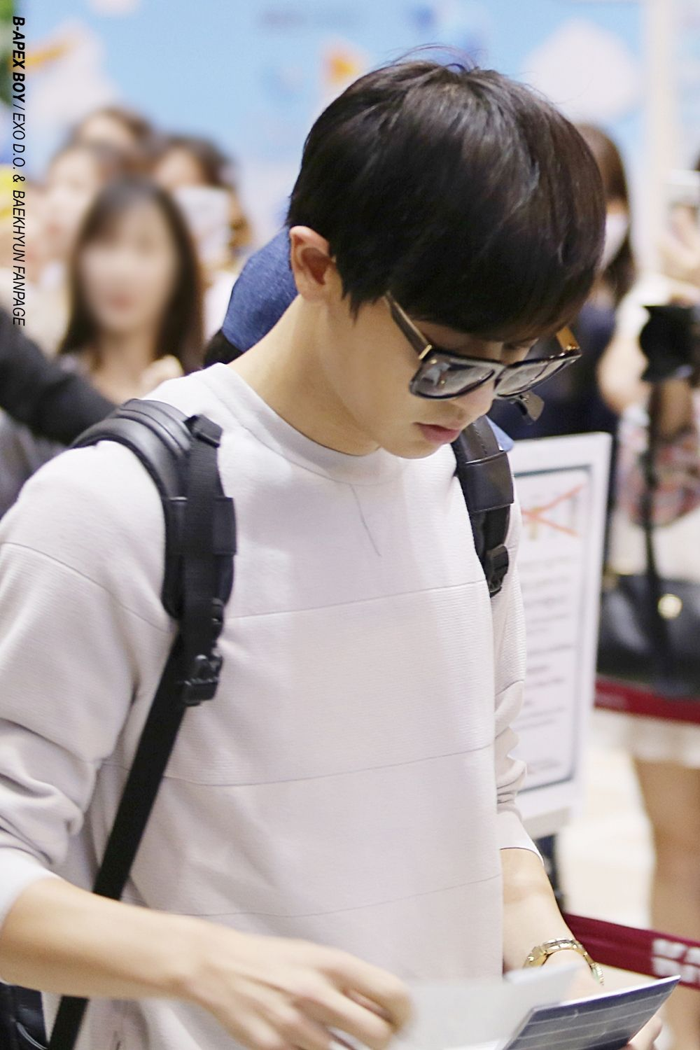 Chanyeol - 150831 Gimpo Airport, arrival from Tokyo Credit: B-Apex Boy. (김포공항 입국)