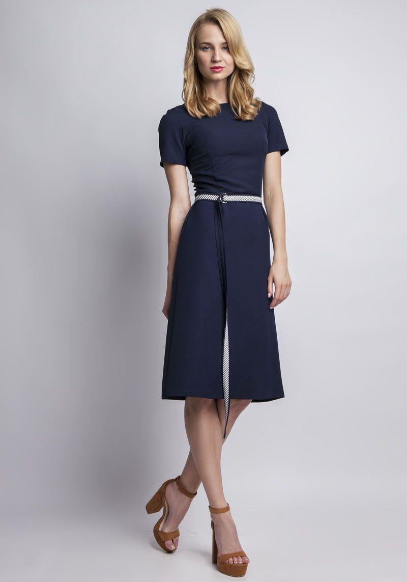 54556777a4f Quelle couleur de chaussures porter avec une robe bleu marine ...