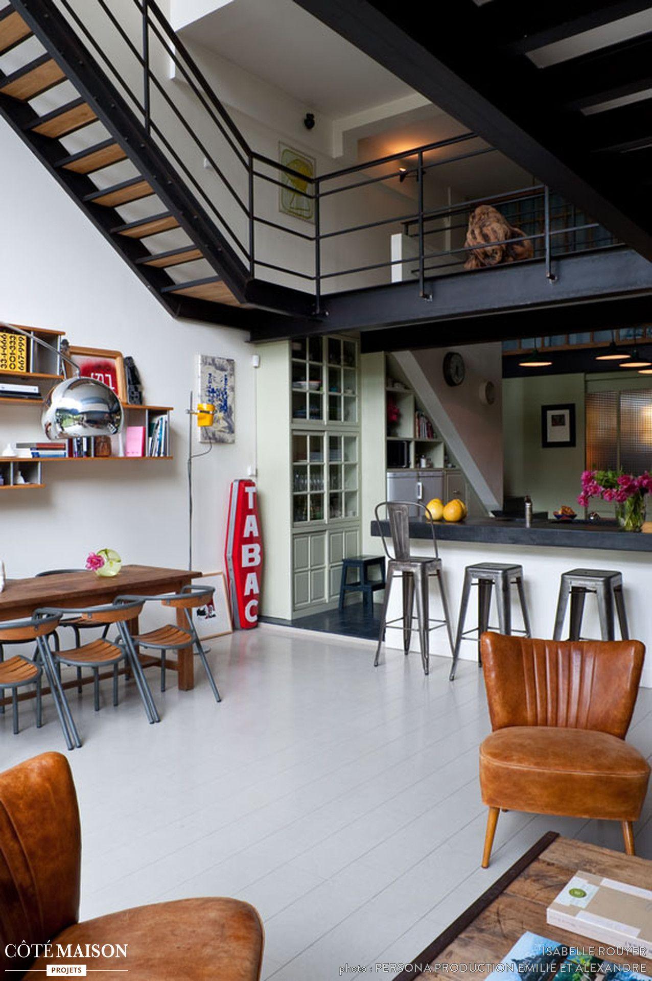 La cuisine et la salle  manger industrielles ont été installées