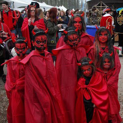 Disfraz casero de demonio trato o truco disfraces con for Cara pintada diablo