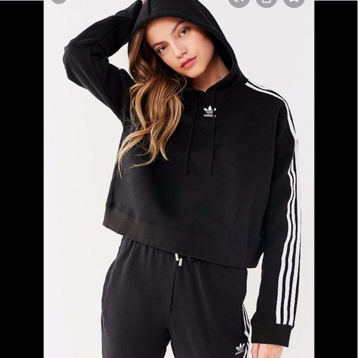 Nwt Uo Adidas Cropped Sweatshirt In 2020 Crop Sweatshirt Hoodie Adidas Cropped Hoodie Cropped Hoodie [ 1200 x 1200 Pixel ]